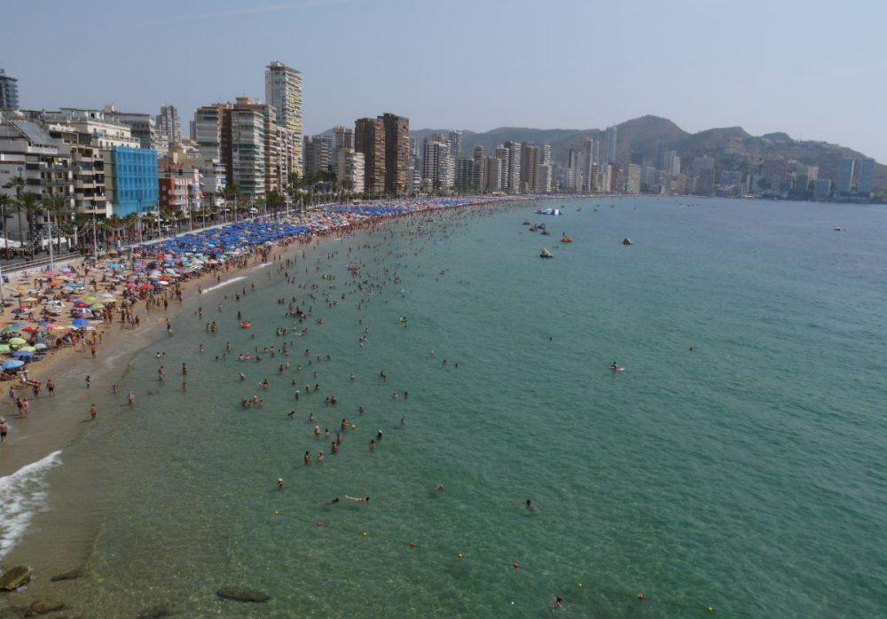 hiekkaranta ja hotelleja