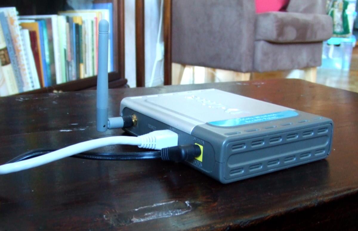 langaton reititin (wi-fi router)