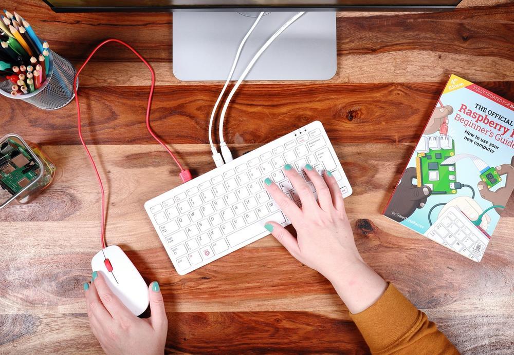 raspberry pi 400 tietokone näppäimistön sisällä